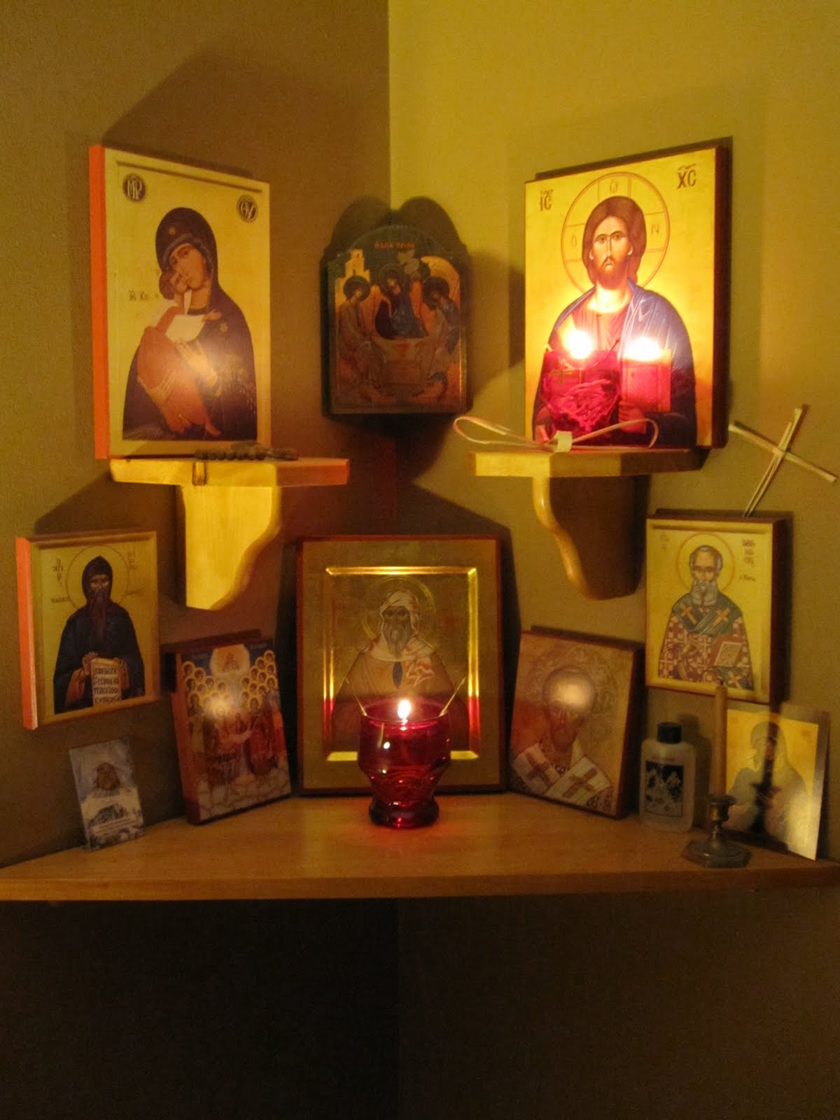 The Family Altar, a Place of Prayer dans images sacrée icon-corner-01