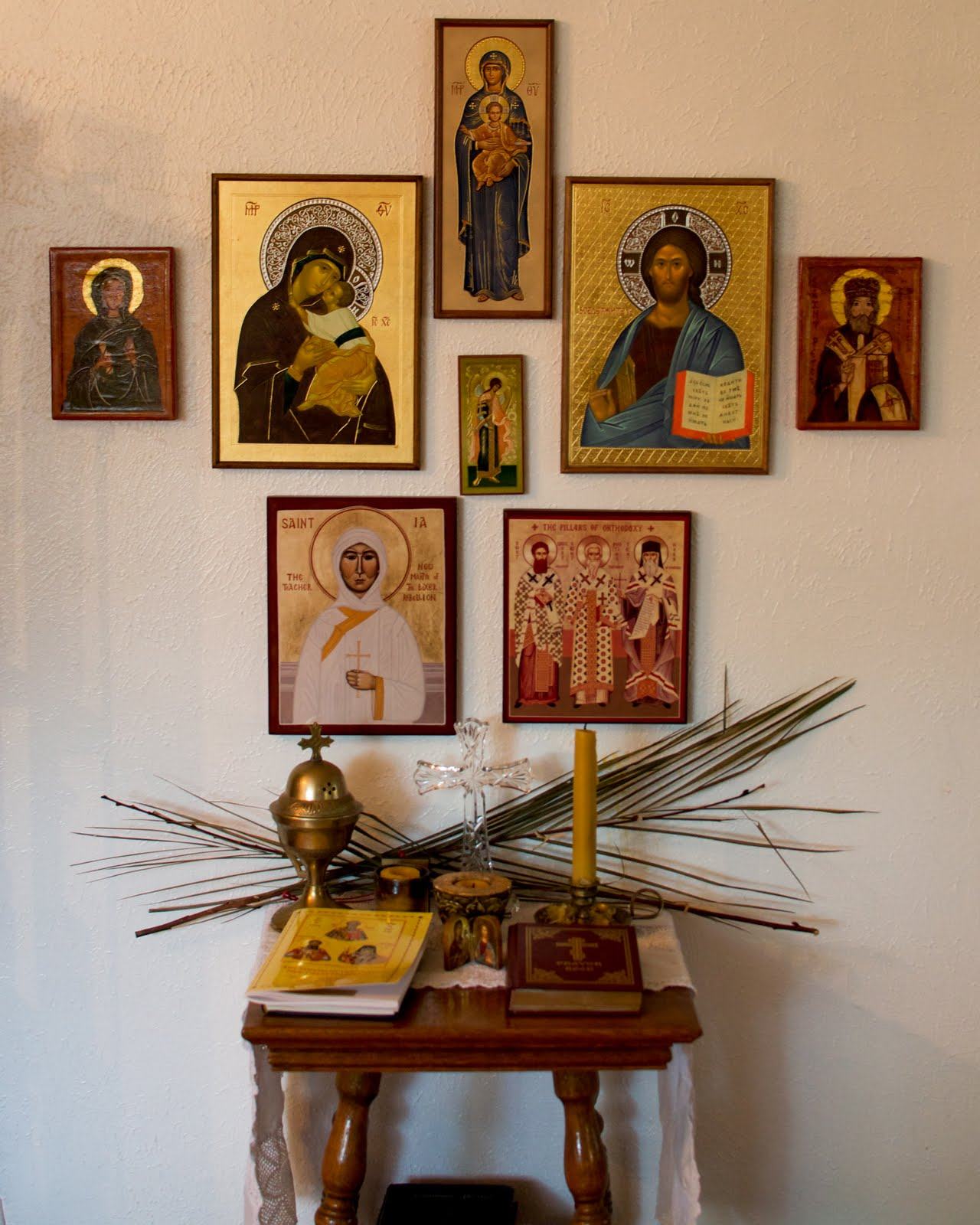 The Family Altar: Establishing a Place of Prayer dans immagini sacre icon-corner-02